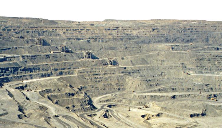 muruntau-quarry-two-column
